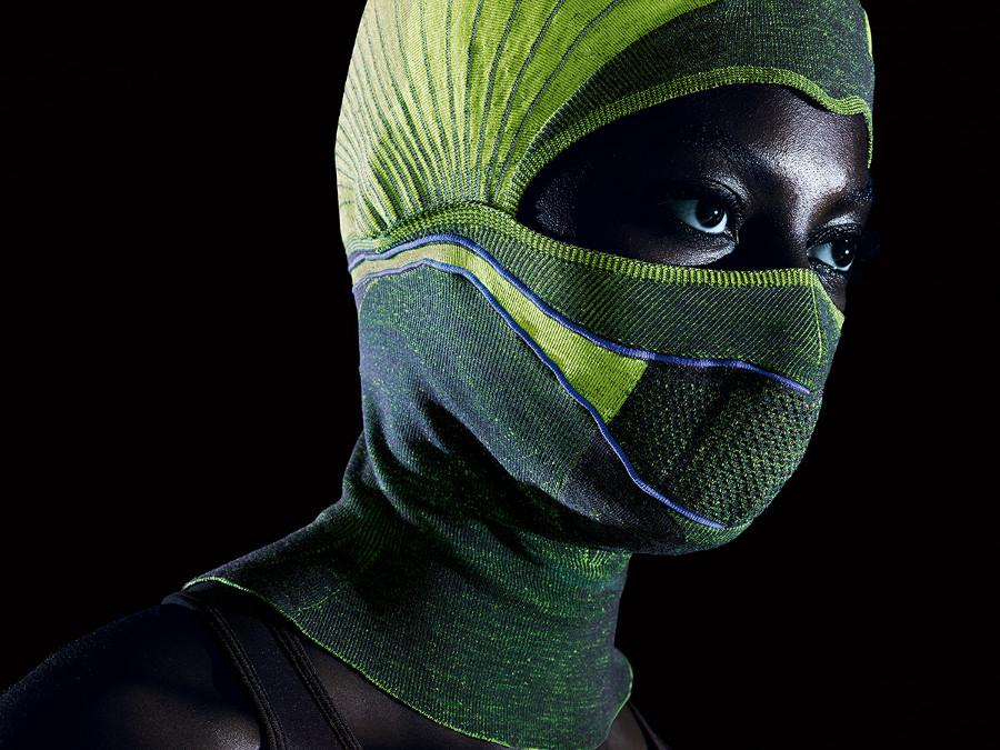 Flat-bed knitting technology allows heating wires to be woven directly into the fabric of the smart balaclava