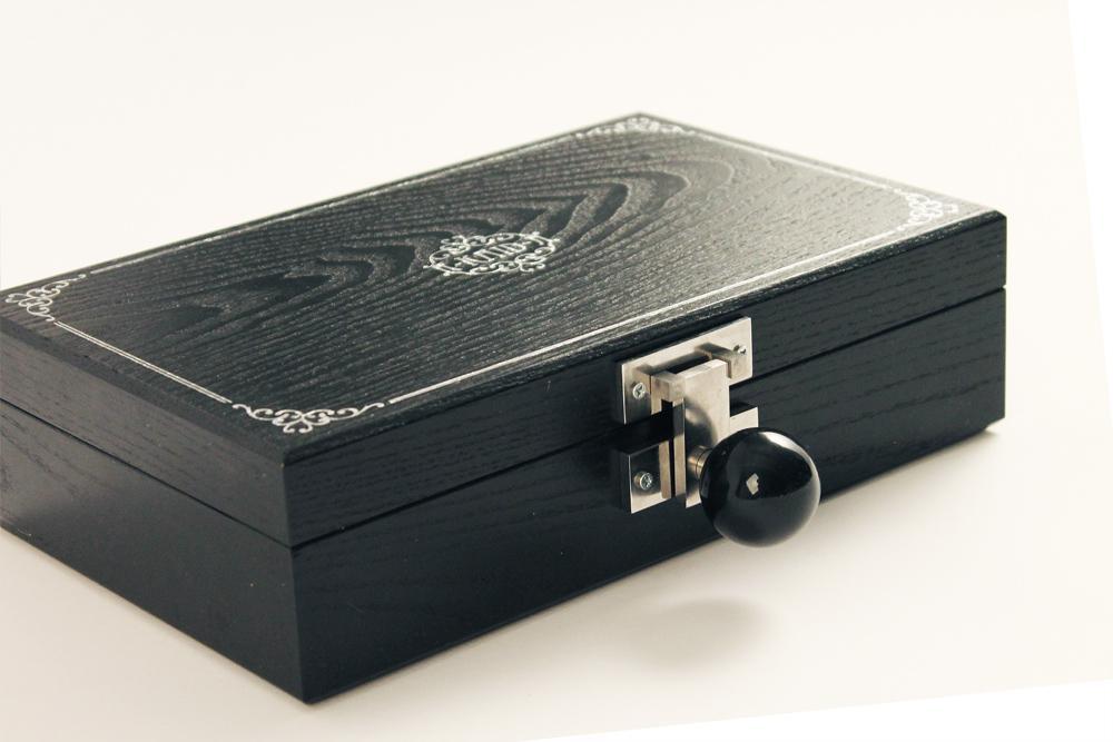 The R-Kaid-R resembles a cigar box when closed (Photo: Love Hultén)