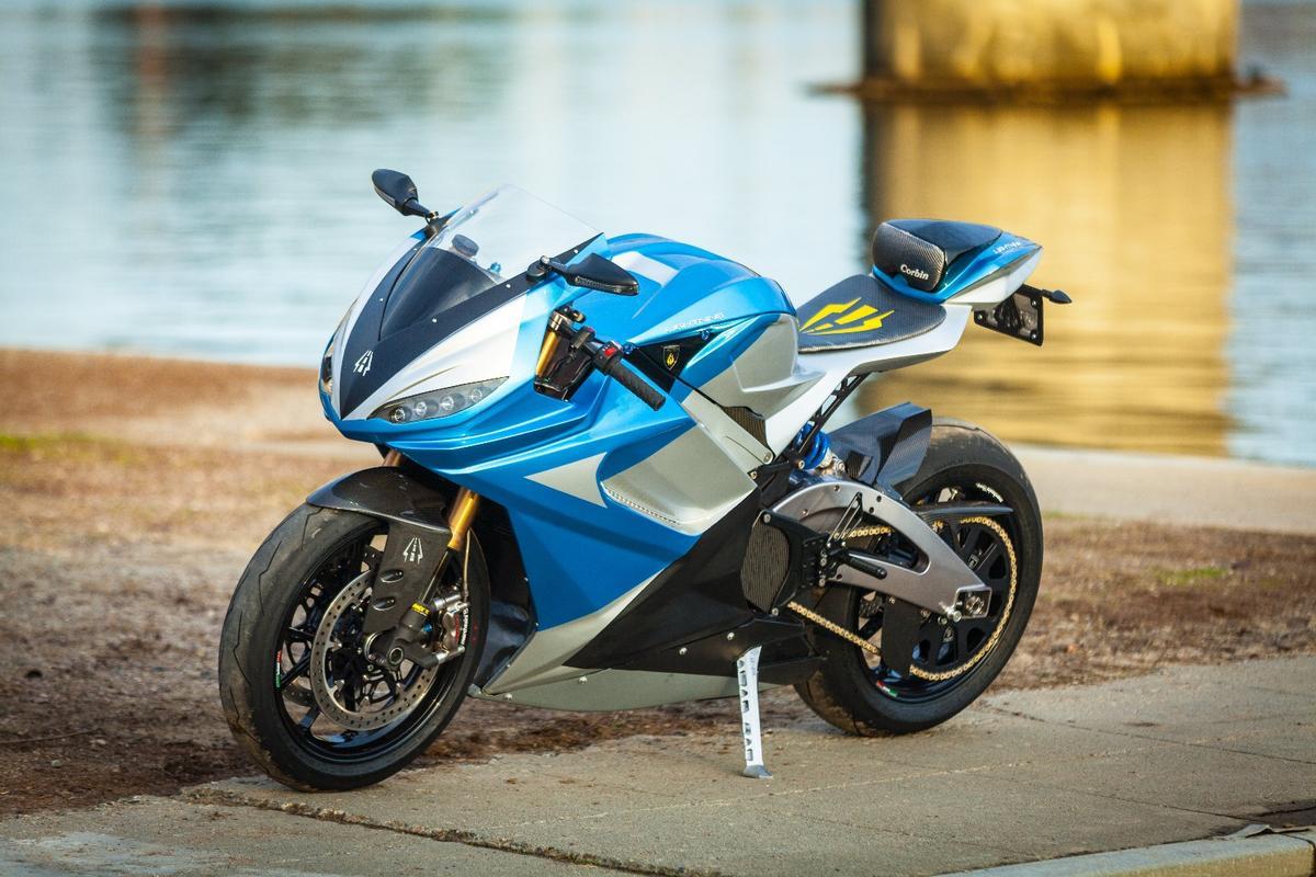 Lightning LS-218:full carbon fiber bodywork looks amazing