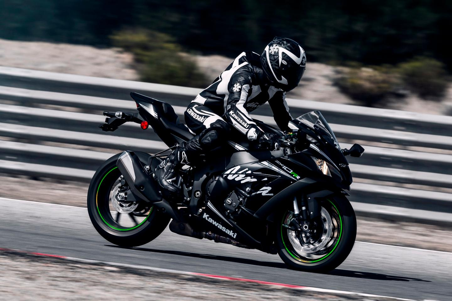 Kawasaki stays the course with 2018 Ninja ZX-10RR