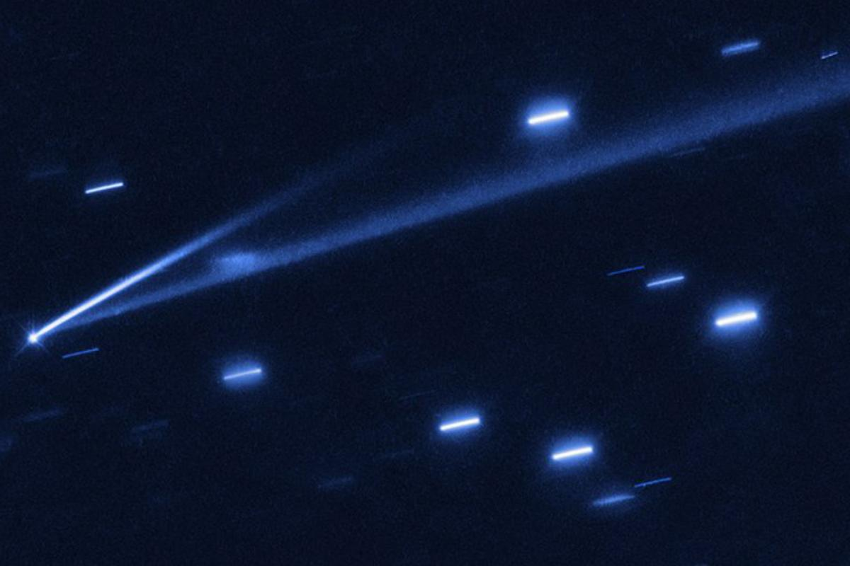 Asteroid 6478 Gault, with its two tails clearly visible – a short bright one, and a much longer, darker one