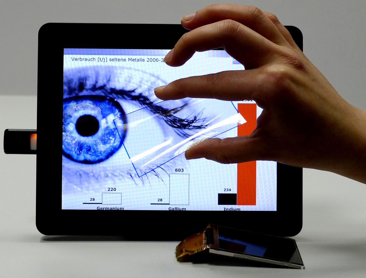 Researchers have developed touchscreens containing carbon nanotubes that can be made of low-priced renewable raw materials (Image: Fraunhofer IPA)