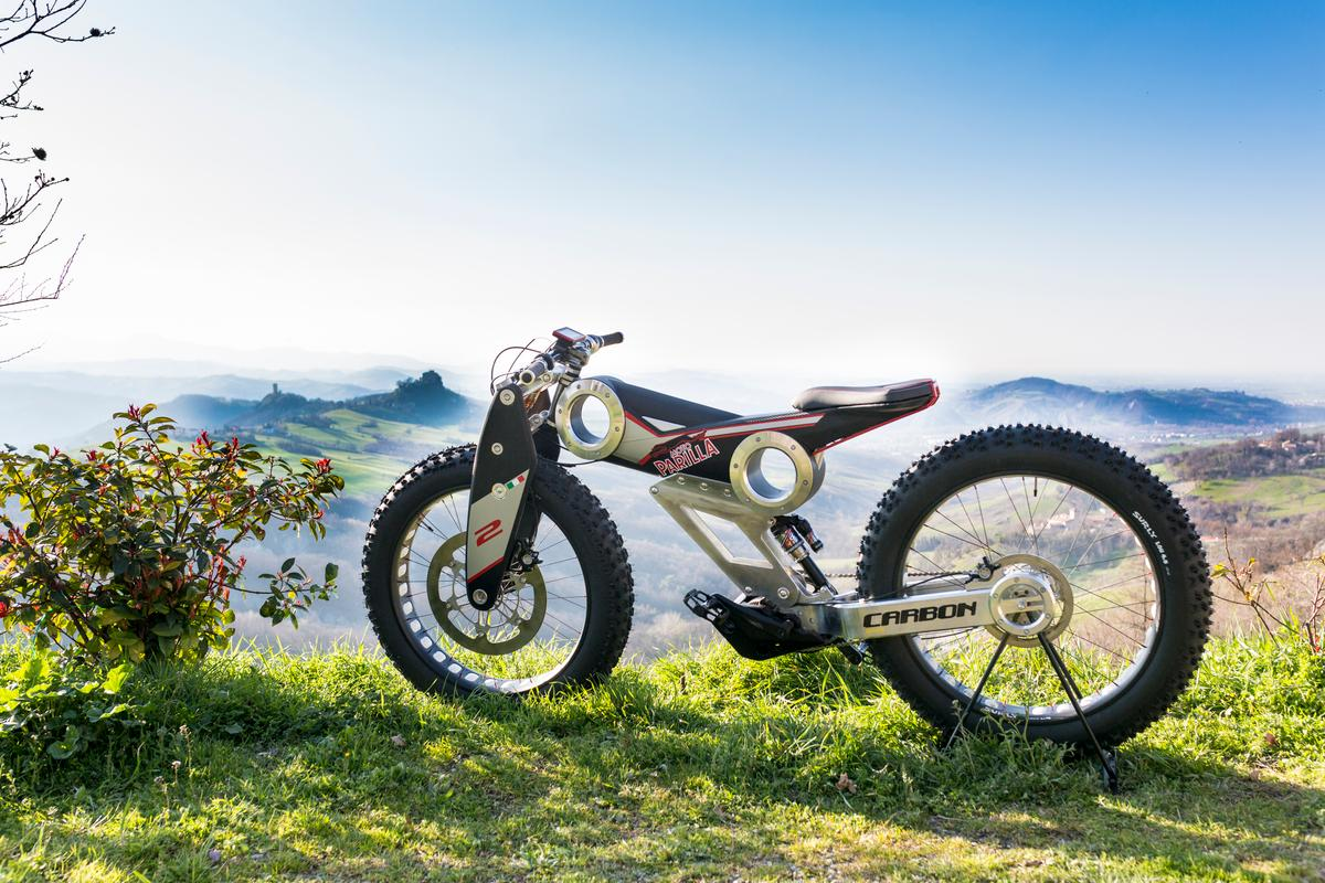 Moto Parilla is trying to get its Carbon bike to market