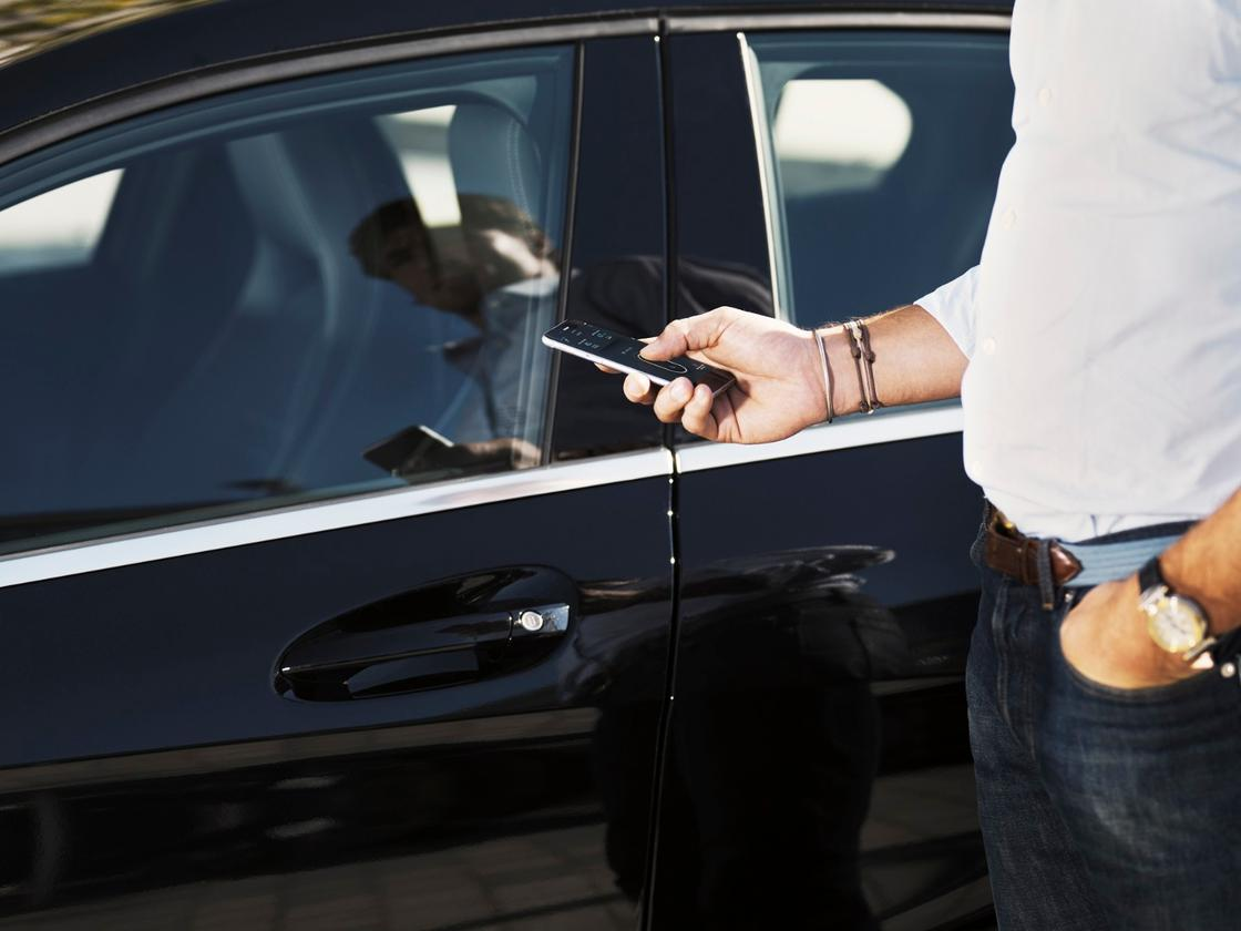 Once a booking has been made, customers use the app to geolocate their car and to receive a digital key