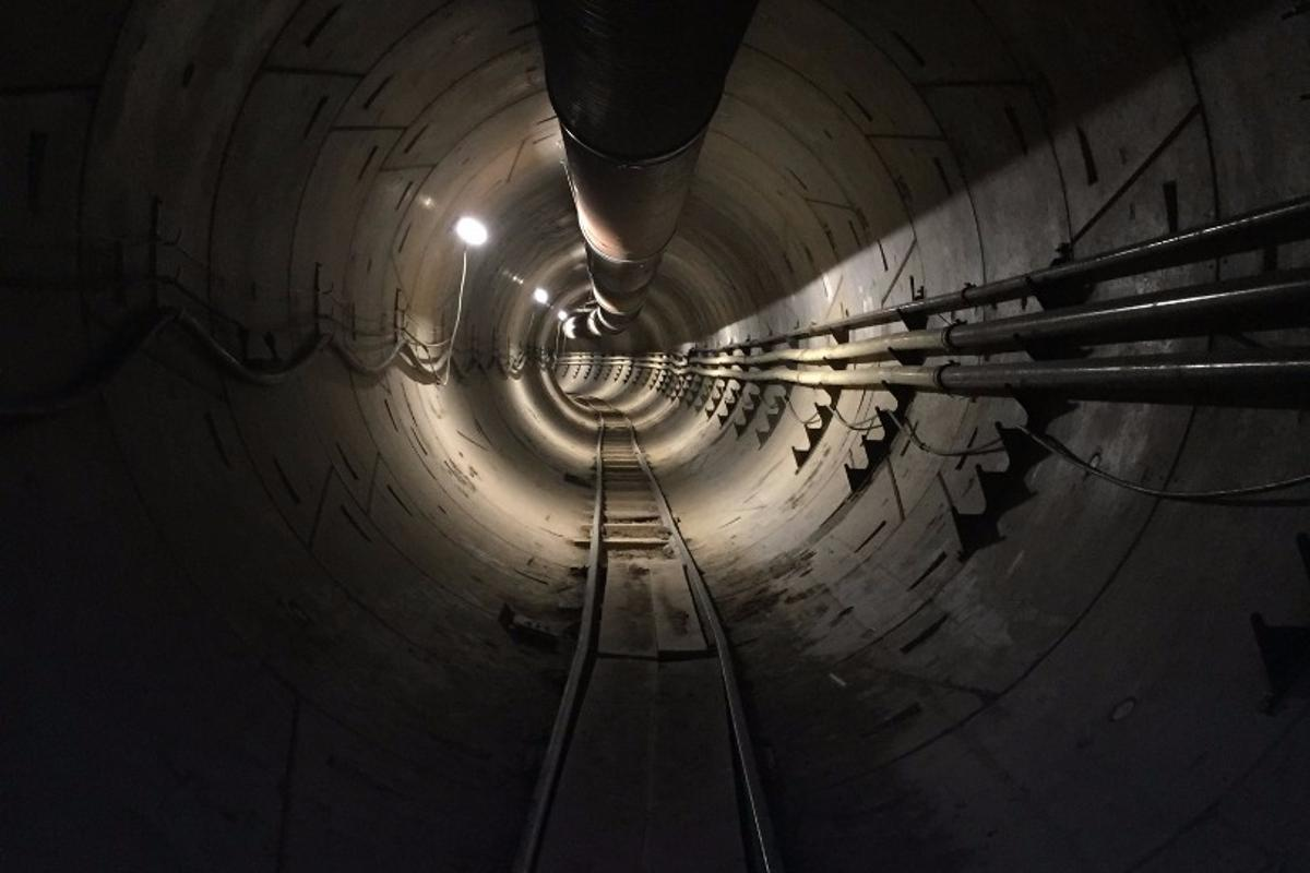 Musk said that his first tunnel beneath LAis currently 500 ft long (152.4 m), but that within three or four months should measure around 2 mi (3.2 km)