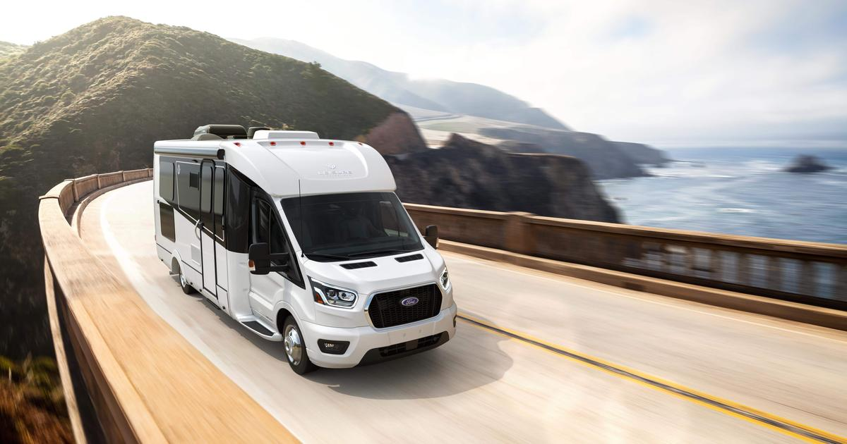 Leisure Vans Ford motorhome packs AWD and multi-use Murphy lounge