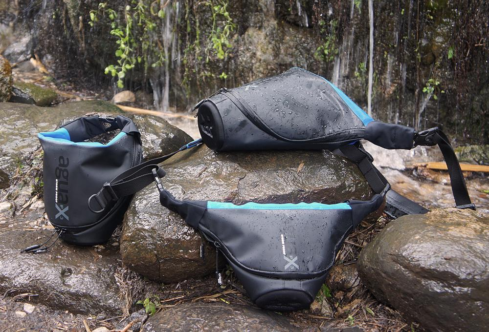 The Agua's waterproof tarpaulin outer and a padded inner layer of Neoprene and Lycra offers water resistance along with protection against impact, while at the front of the carrier there's a rigid padded lens protector