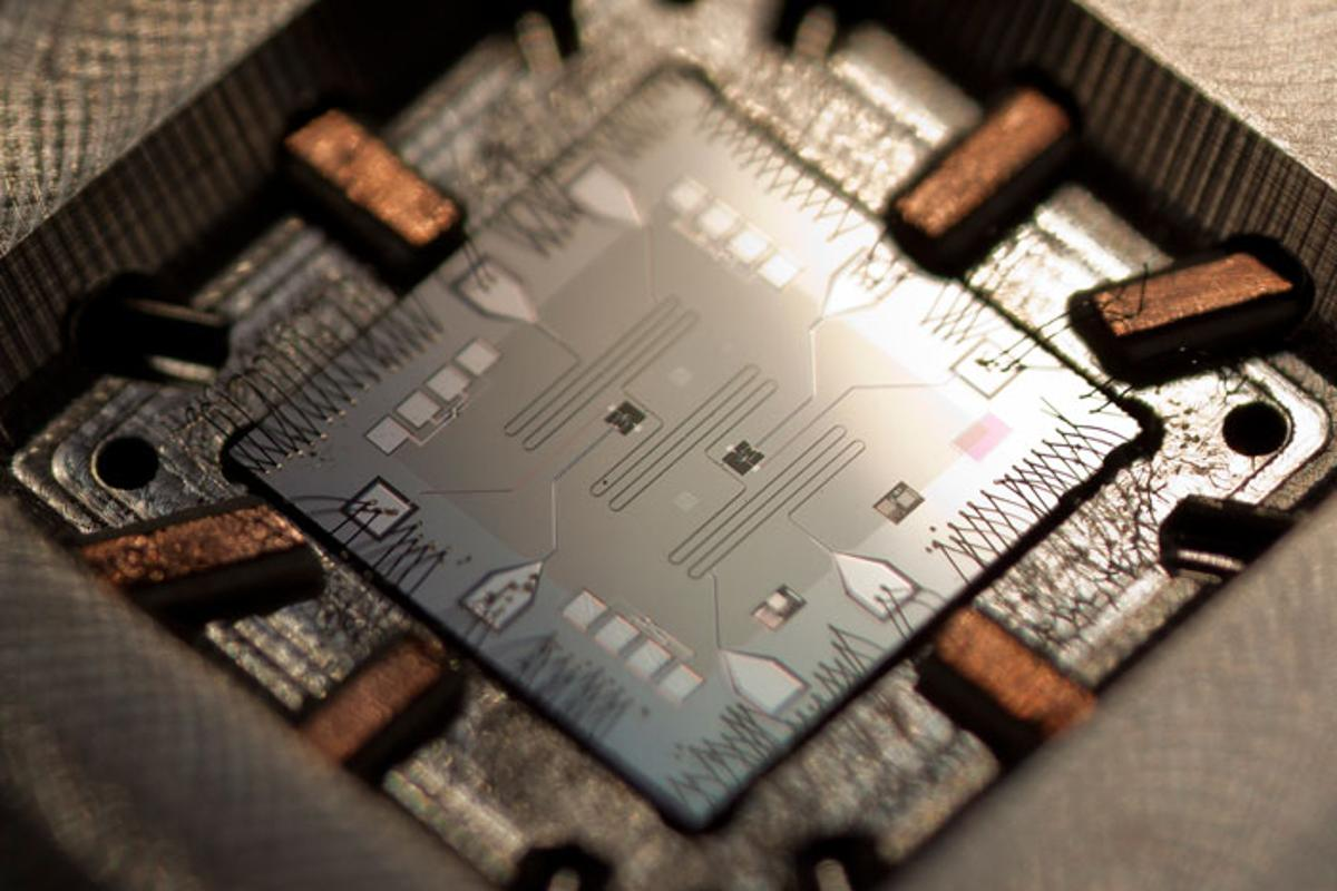 The UCSB von Neumann quantum computer. The small black squares are the superconducting qubits, and the meandering lines are the memory resonators. (Photo: Erik Lucero)