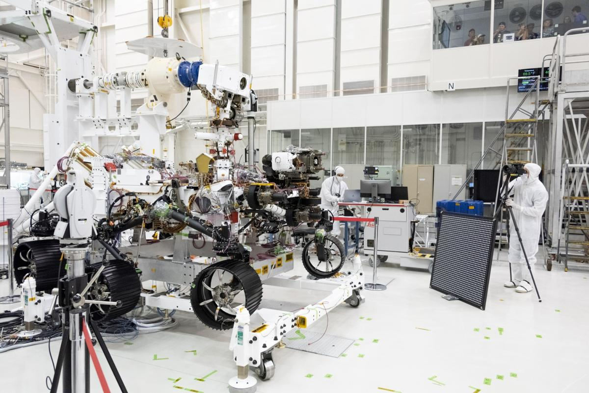 Engineers test cameras on the top of the Mars 2020 rover's mast and front chassis