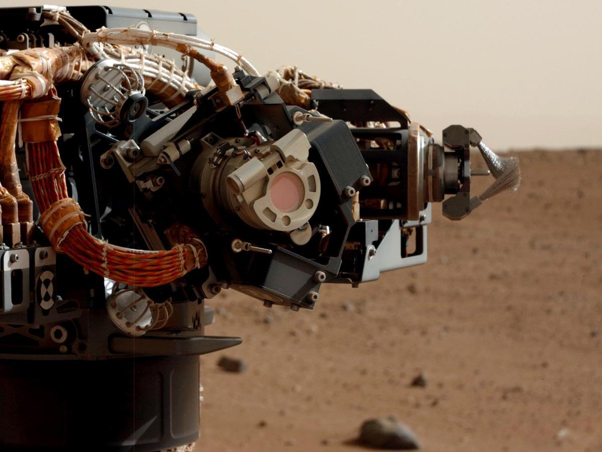 Curiosity's arm close up (Photo: NASA/JPL-Caltech)