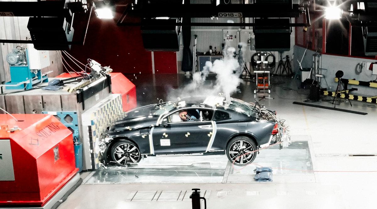 Polestar shuttled its verification prototype head-on in to a stationary barrier at 56 km/h (35 mph) to replicate the impact of a front-on collision