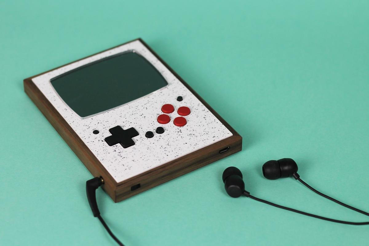 The Pixel Vision 2.0 pocket console comes supplied with a pair of earphones