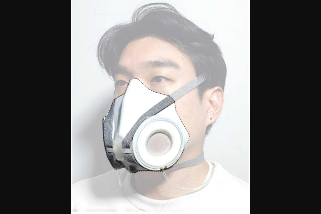 The DAF (dynamic air filter) mask, with one of its filtration membrane discs and the accompanying pneumatic stretcher ring turned toward the camera