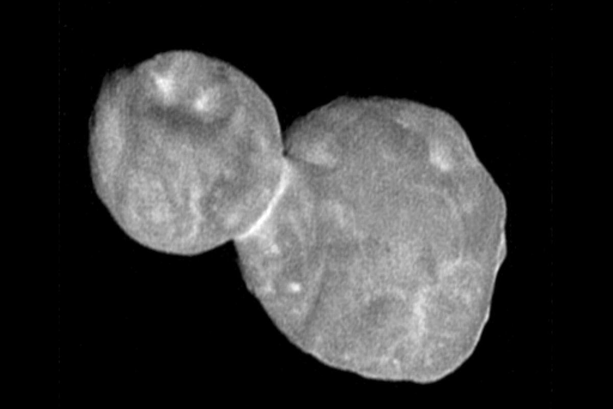This image of Ultima Thule was snapped about 19 minutes before New Horizons' closest approach, showing a spatial resolution of 273 ft (83 m) per pixel