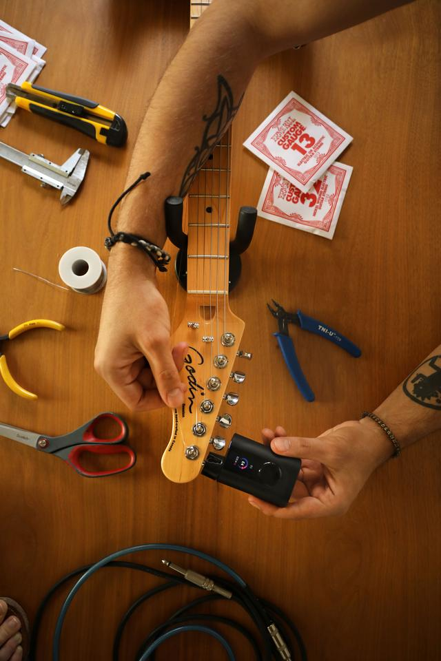 The Roadie 3 combines a peg turner, instrument tuner and metronome all in one pocket-sized device