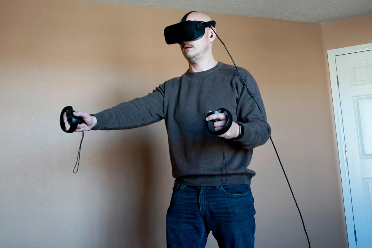 Exploring a room-sized space with Rift + Touch