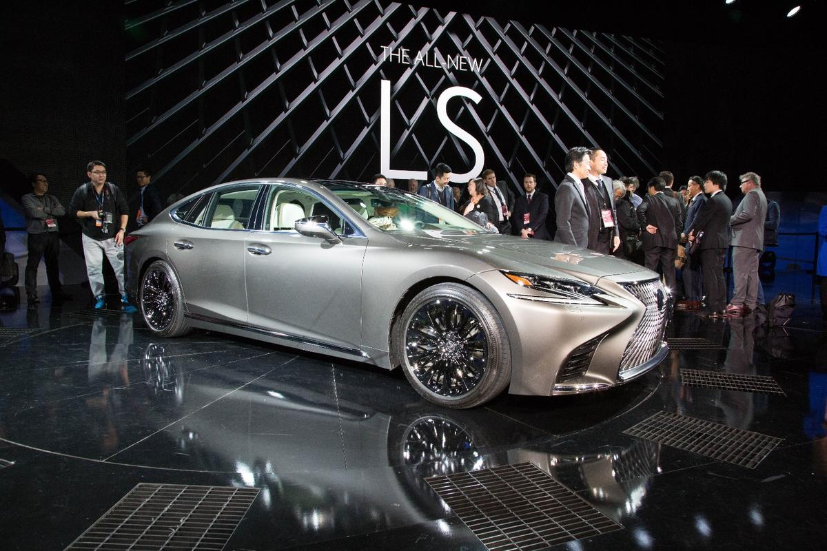 The new Lexus LS500 made its debut at the 2017 Detroit Auto Show