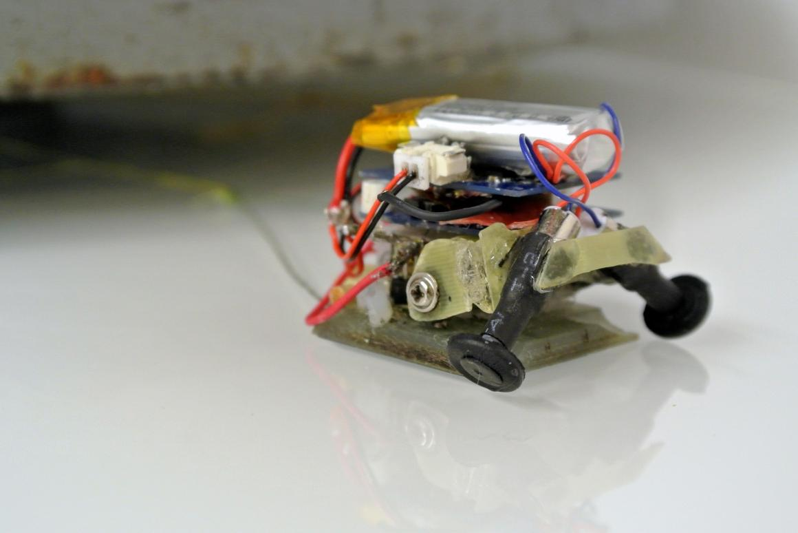 """Lightweight robots being developed at Stanford University are using strong and """"smart"""" adhesive surfaces to pull up to 1,800 times their own weight"""