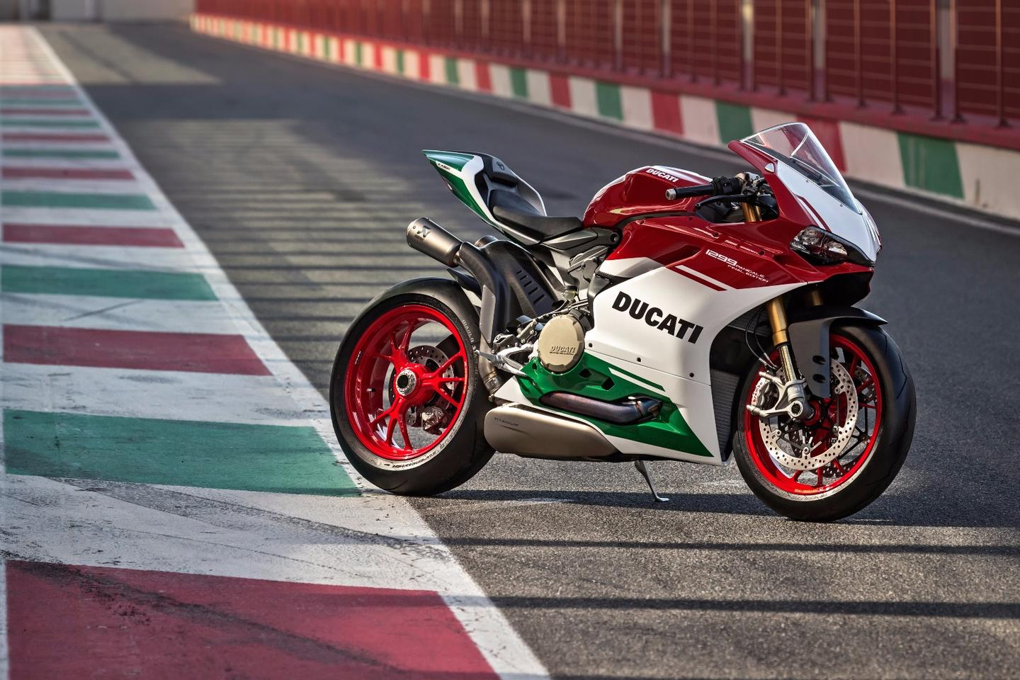 The Ducati 1299 Panigale R Final Edition fuses the running gear of the Panigale R with the engine of the Superleggera