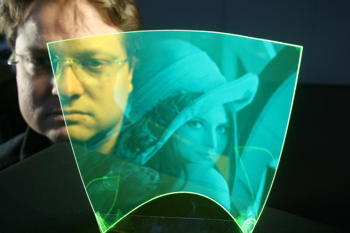 Researchers have created a bendable, transparent polymer that acts as an image sensor (Photo: Optics Express)