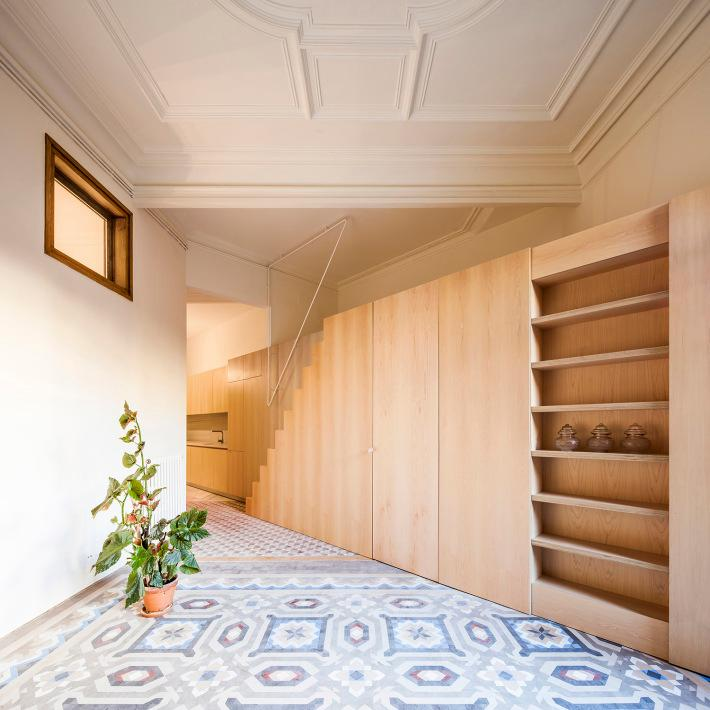 The architects took advantage of the home's corner position