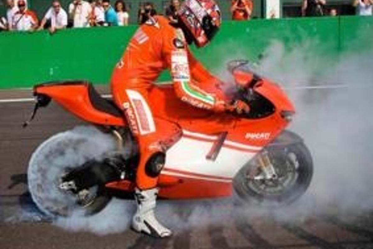 Vittoriano Guareschi taking the wraps (and some rubber) off the Desmosedici RR