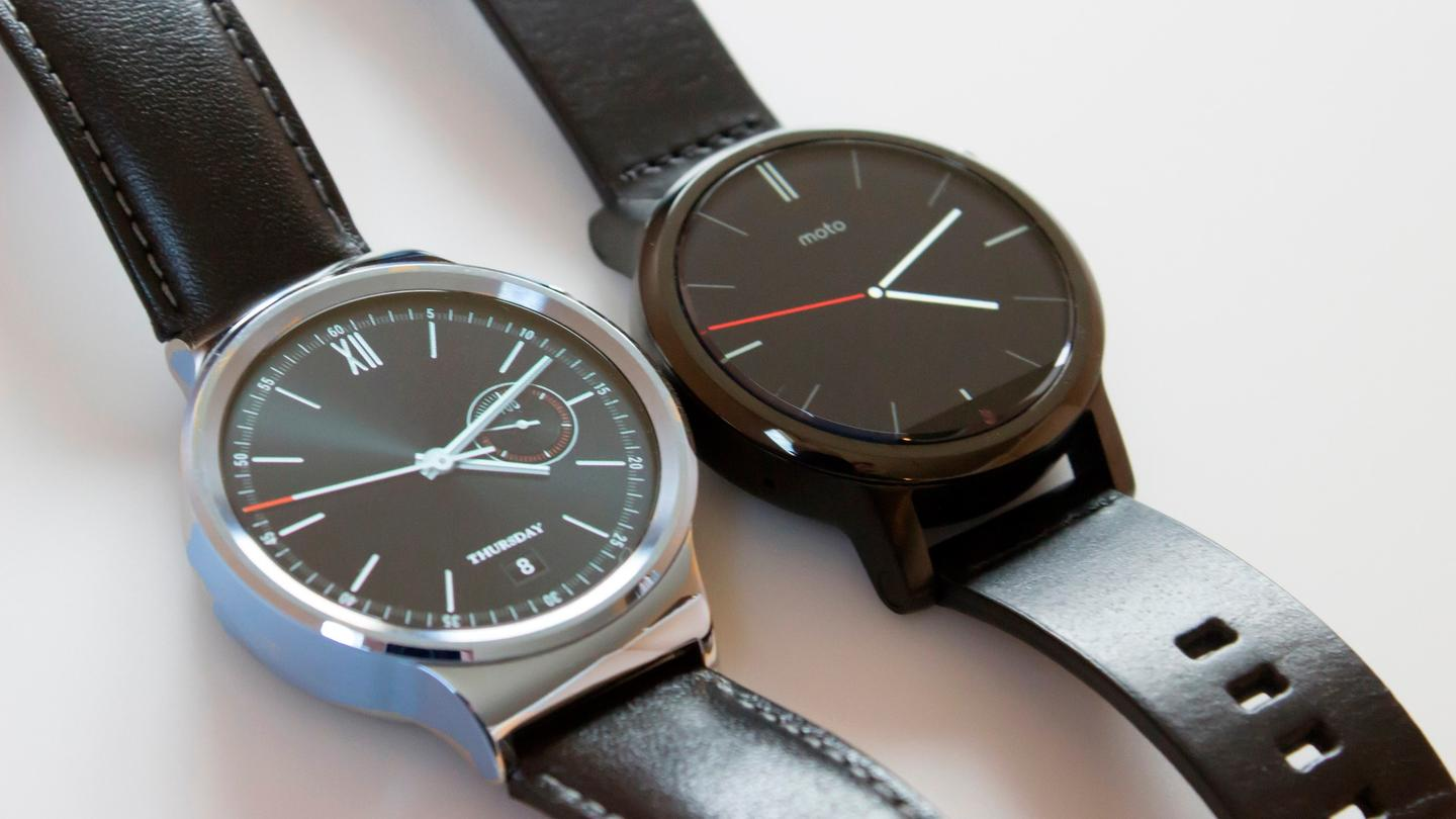 Huawei Watch (left) with 2nd-gen Moto 360