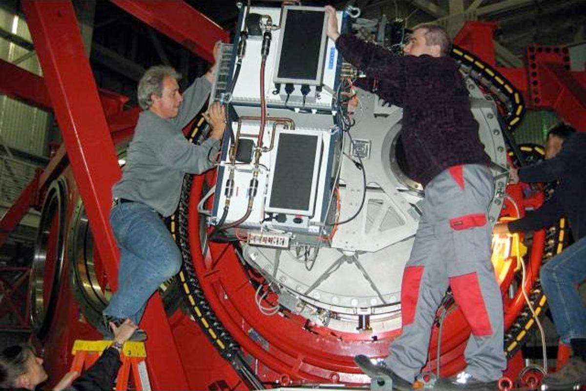 Installing LUCIFER 1 at the Large Binocular Telescope