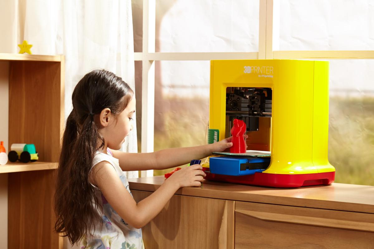 The da Vinci miniMaker 3D printer is designed with K-12 classroom learning in mind