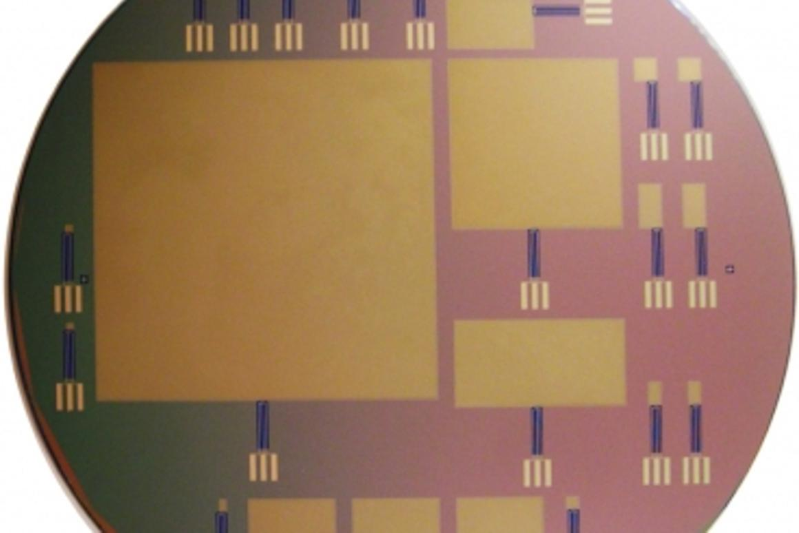 This silicon wafer consists of glucose fuel cells of varying sizes; the largest is 64 by 64 mm (Photo: Sarpeshkar Lab)