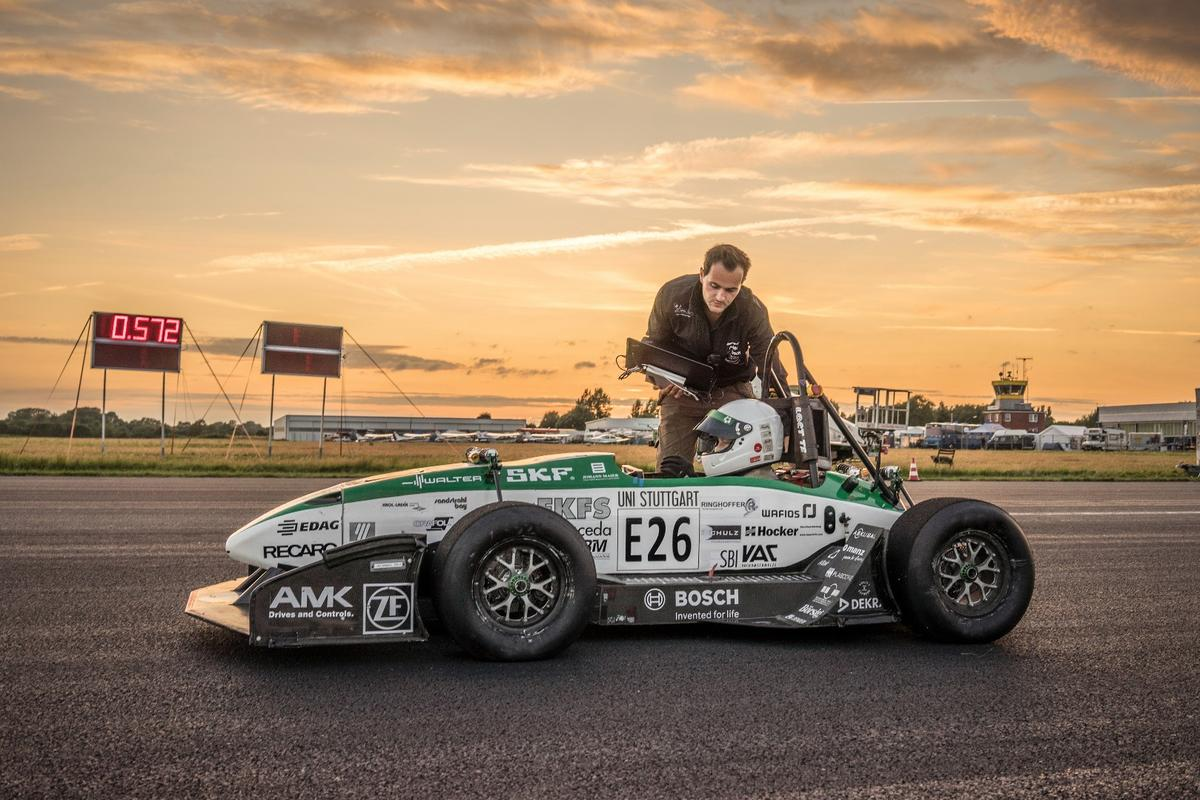 The University of Stuttgart's E0711-6 electric car puts its monstrous 1200 Nm of torque down through all four wheels ... immediately