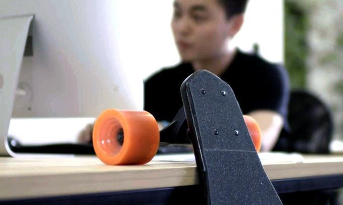 Rather than the belt drives that we see on most electric skateboards, Stary has opted to build motors and planetary gearing into the wheels