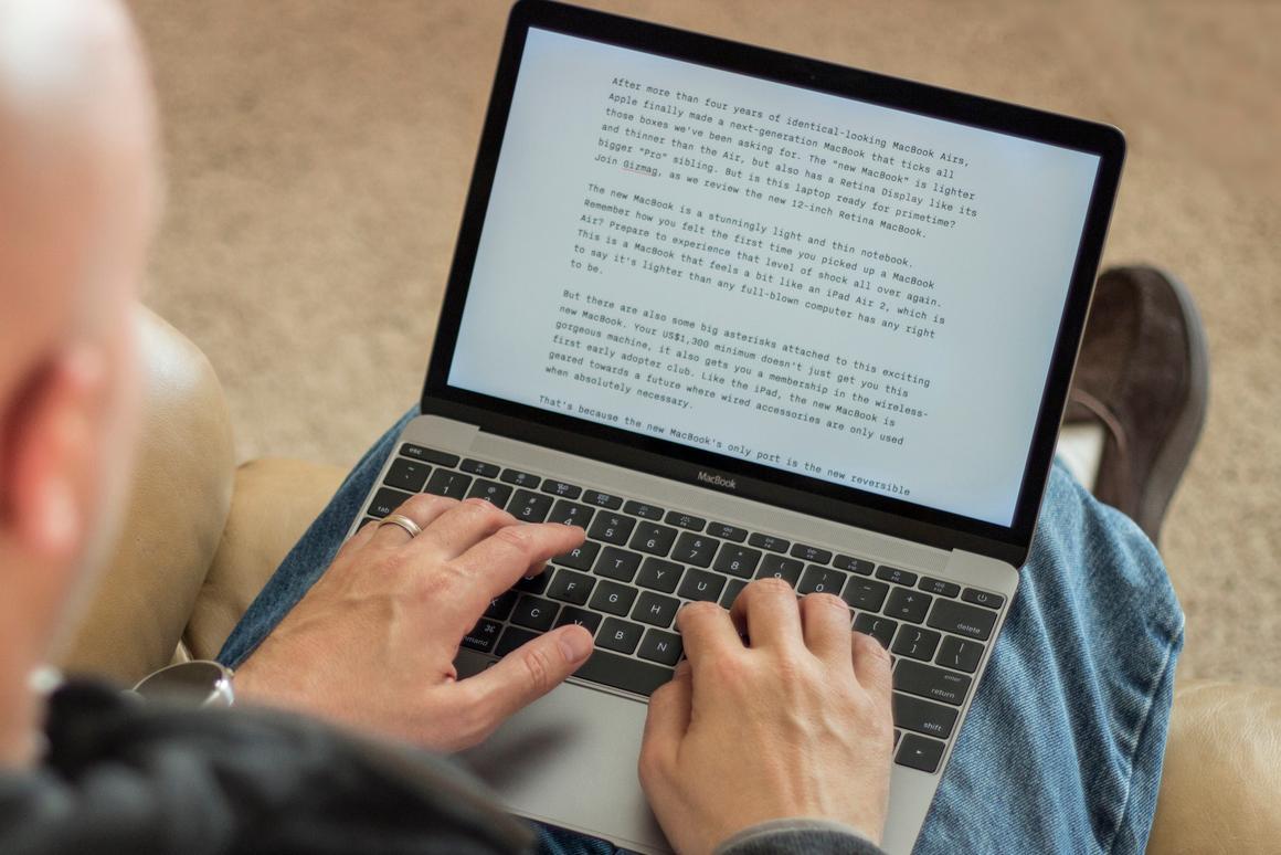 New MacBook vs  MacBook Pro with Retina Display: Up close
