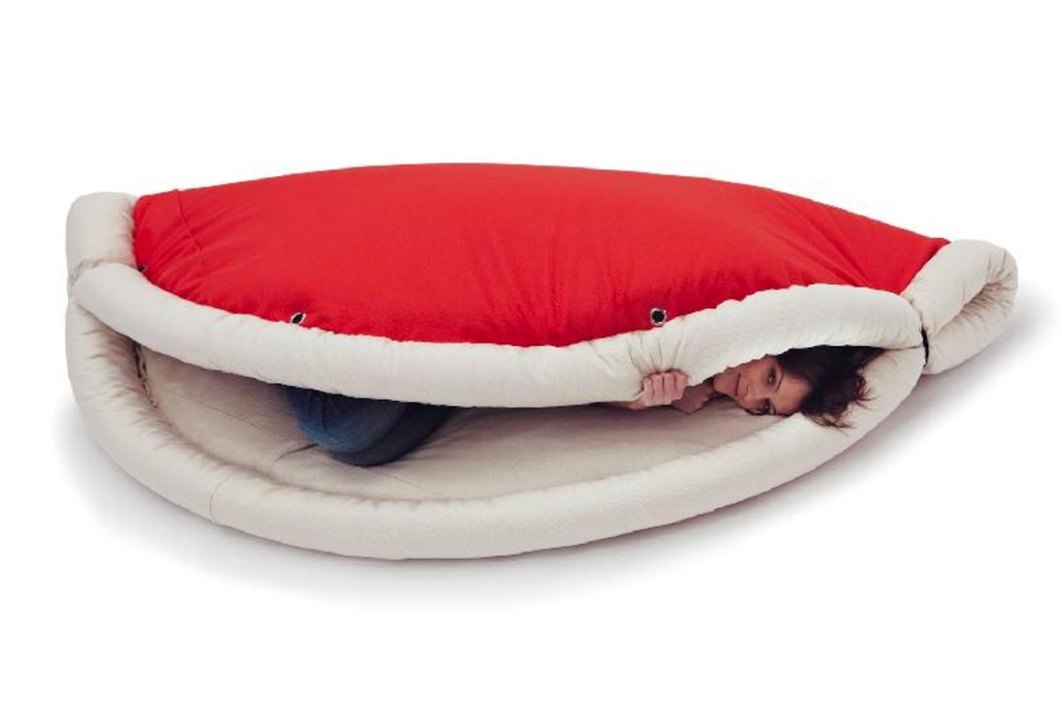 Blandito can be used as a rug, a sleeping bag, a bean bag, or an armchair – at the very least (Photo: Belnotes.it)