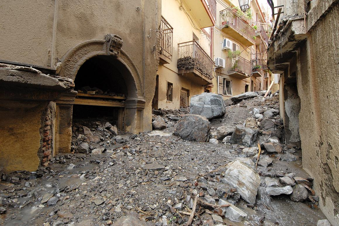 Fiber optic sensors may help reduce the death toll in landslides, by providing an early warning (Photo: Shutterstock)
