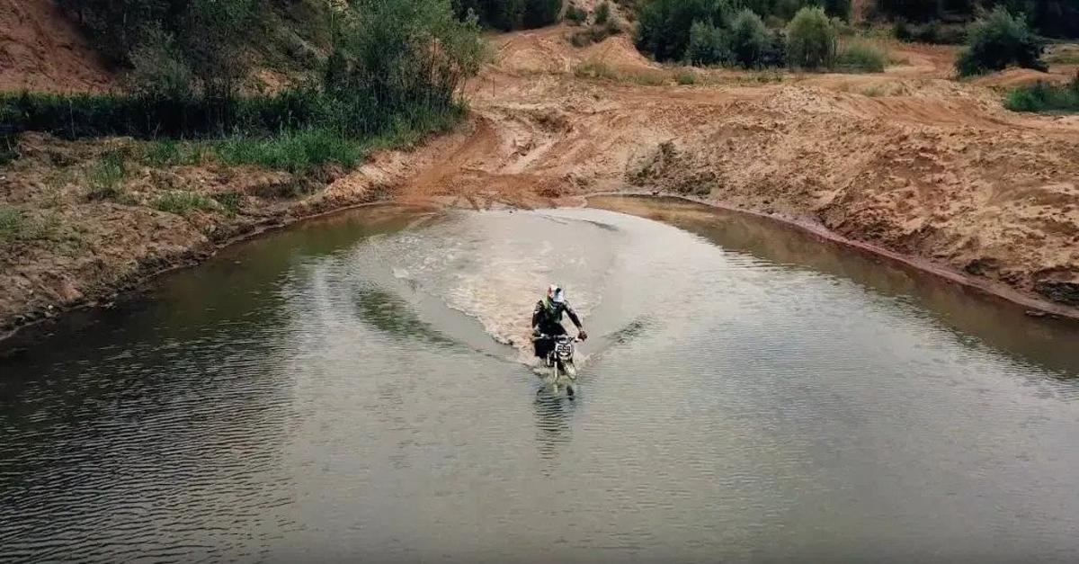 A trip to the bottom of the lake on a Russian electric dirt bike