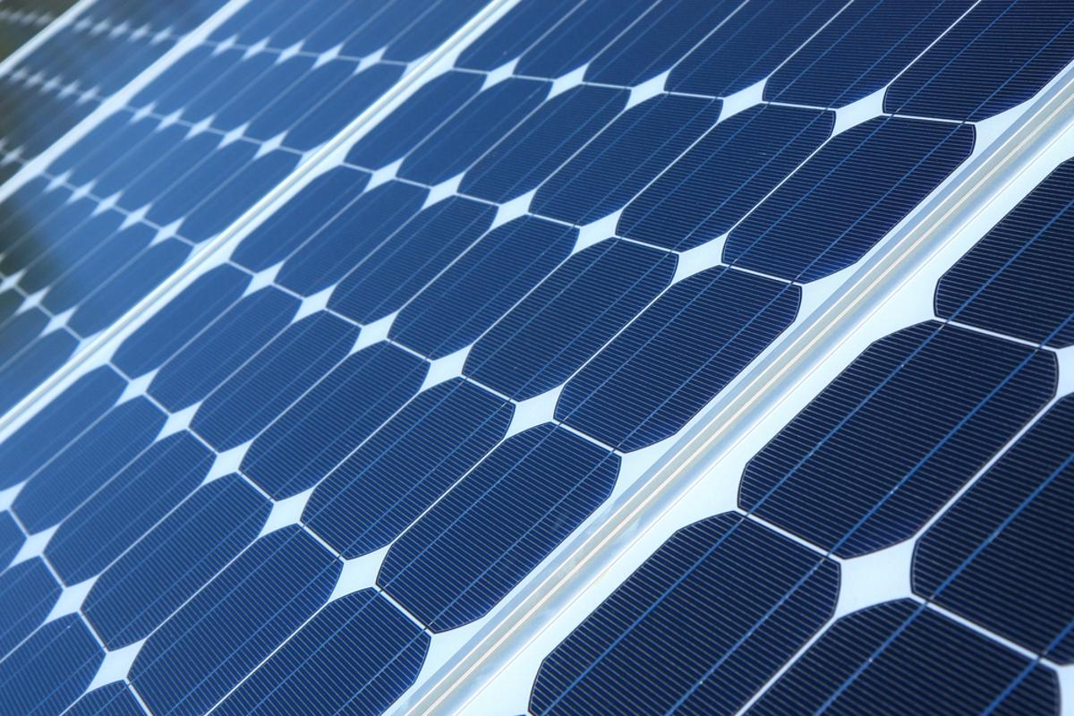 Scientists have developed new nanocrystals that allow solar panels to generate both electricity and hydrogen gas (Photo: Shutterstock)