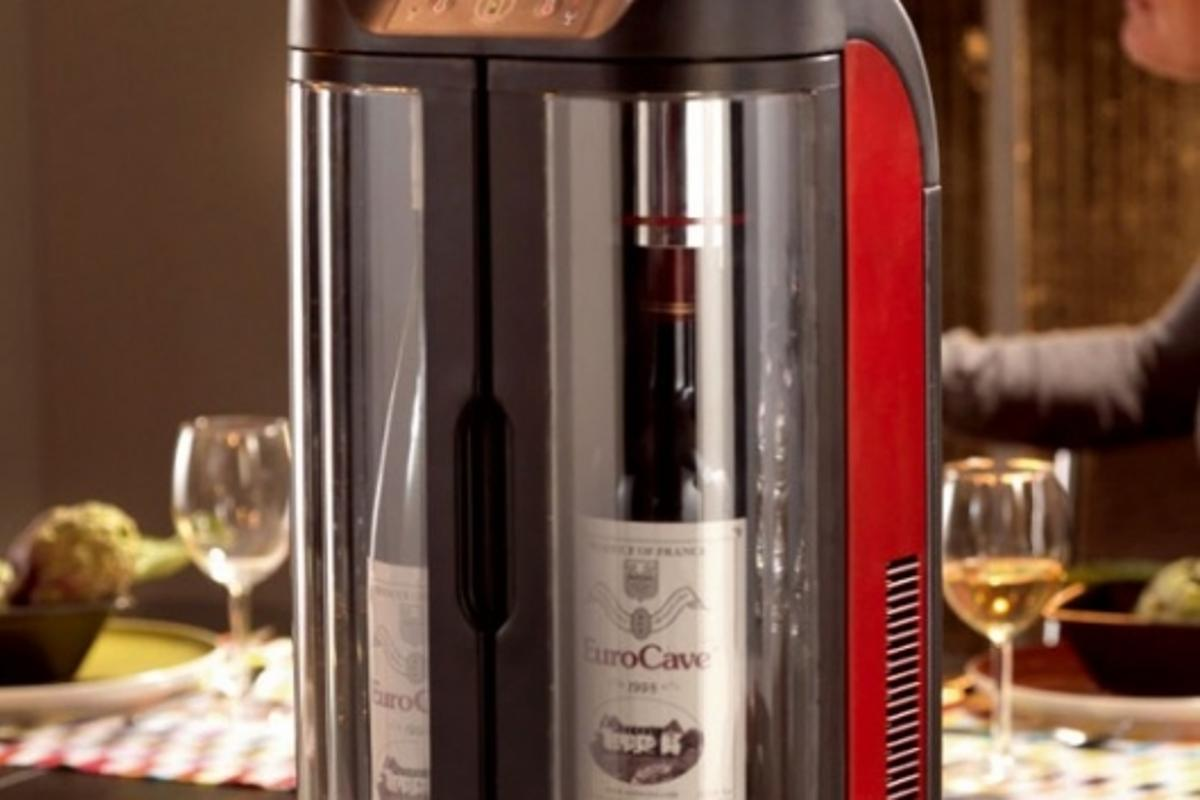 EuroCave's Sowine wine bar preserves your wine at the right temperature for up to ten days.