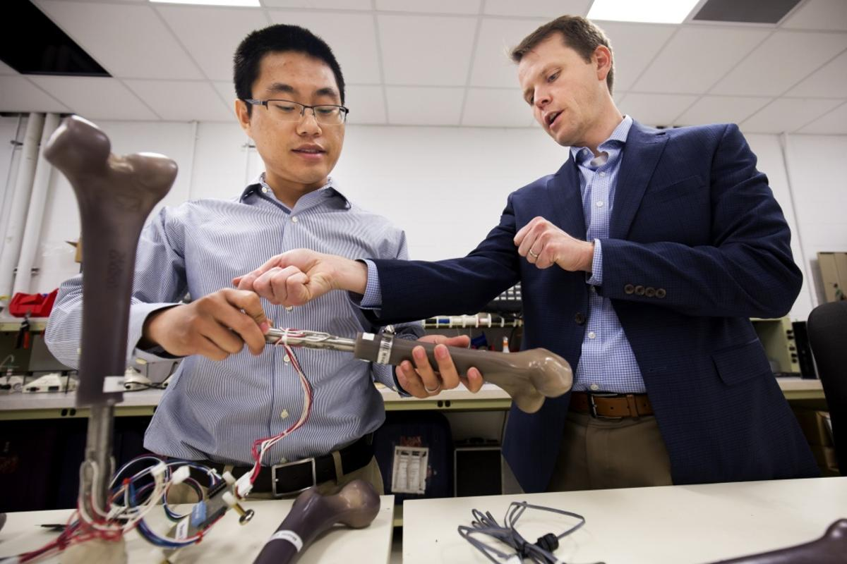 A new prosthetic developed by the Office of Naval Research is designed to be more comfortable to wear, and is fitted with sensors to monitor for infection and stress