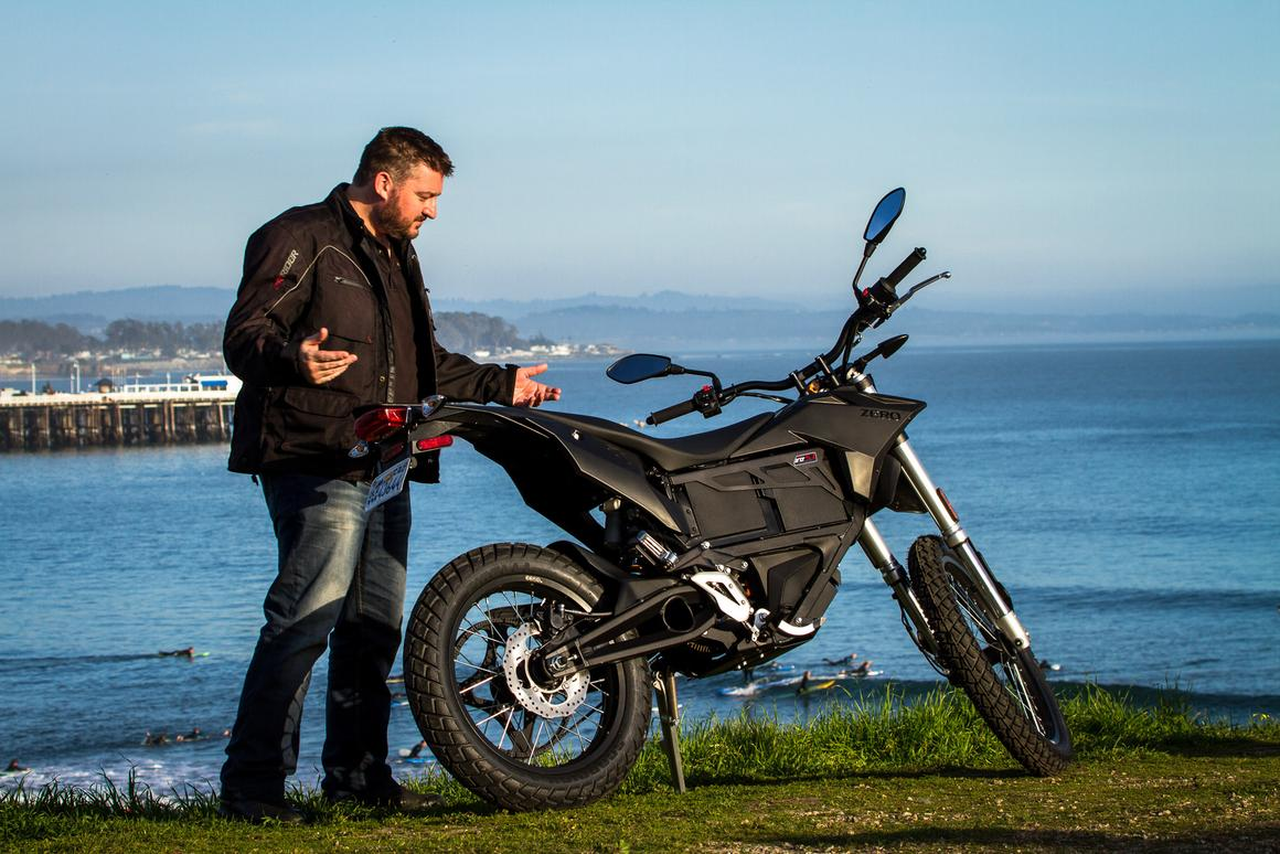 Loz with the 2015 Zero FX by the cliffs of Santa Cruz (Photo: Andrew Wheeler/AutoMotoPhoto.com)
