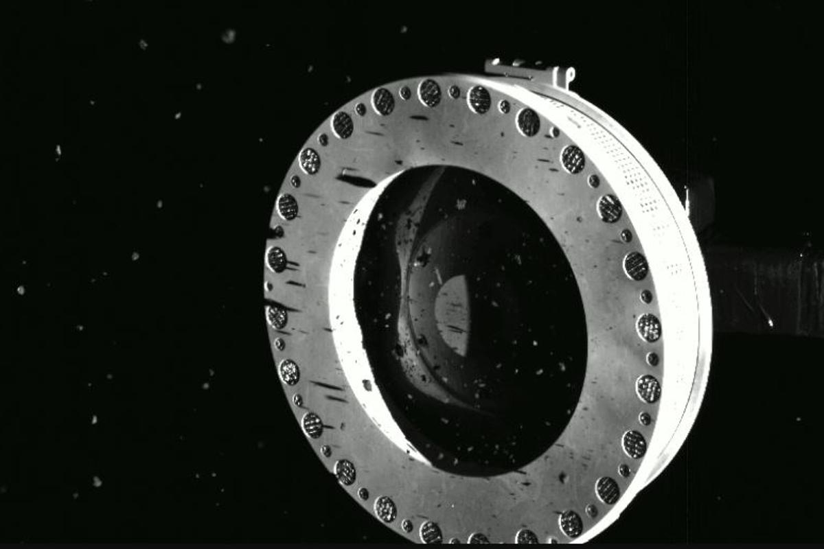 Images confirmed that the sampler head had collected an abundance of material and was leaking