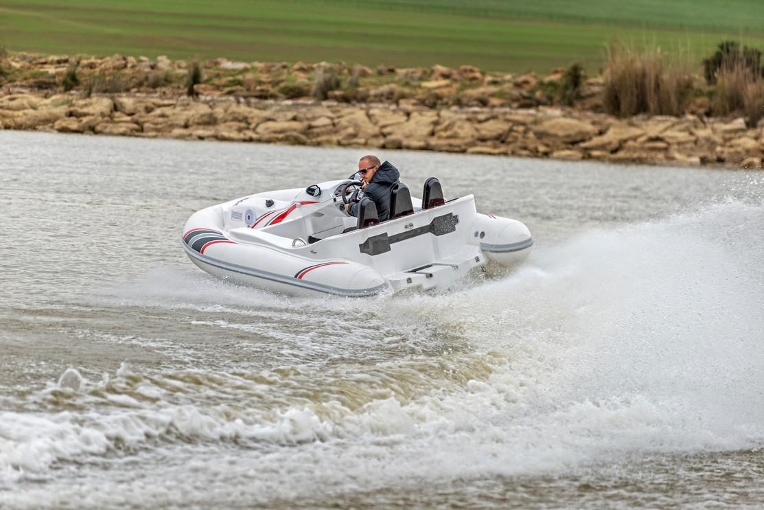 Thesmart looking Seakart 335 inflatable boat is available in two versions that can seat three or five passengers