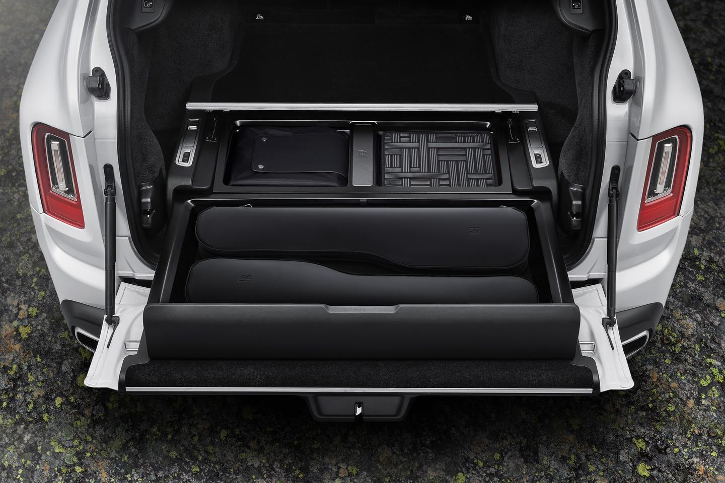 Buy the Pursuit Seat as a single or a pair and fit it neatly in the Cullinan Recreation Module