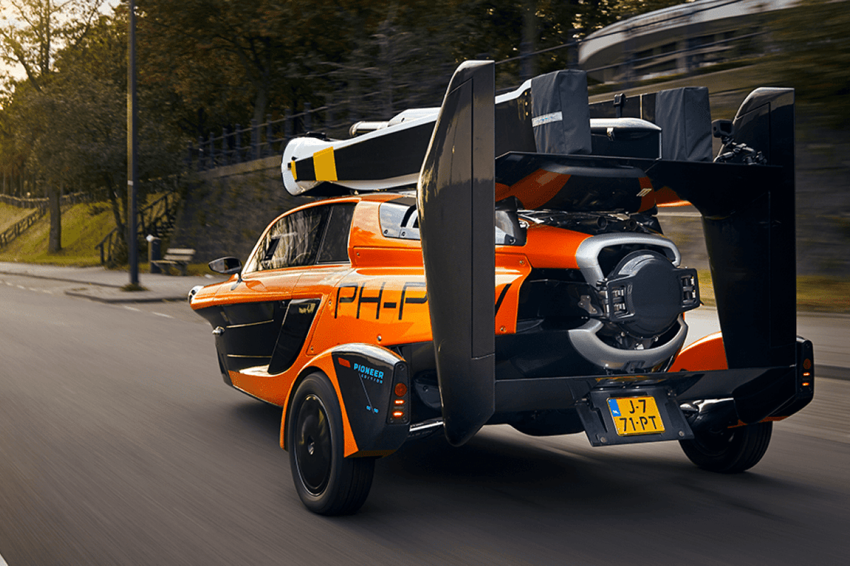 Yes, that's a license plate on the back of the Pal-V Liberty, which this Dutch company claims is the world's first production-model flying car