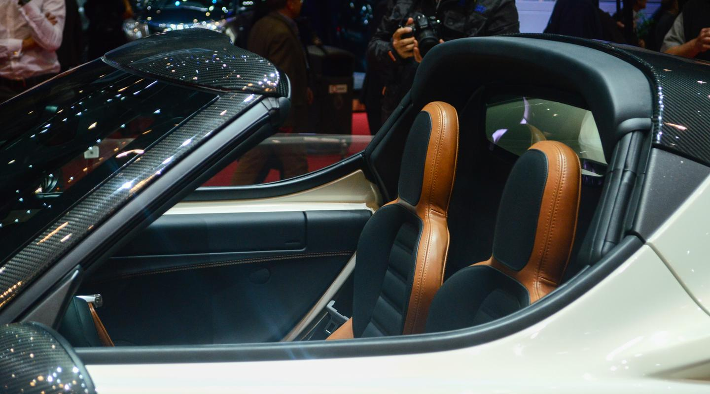 A look at the leather and carbon fiber inside the 4C Spider (Photo: CC Weiss/ Gizmag.com)
