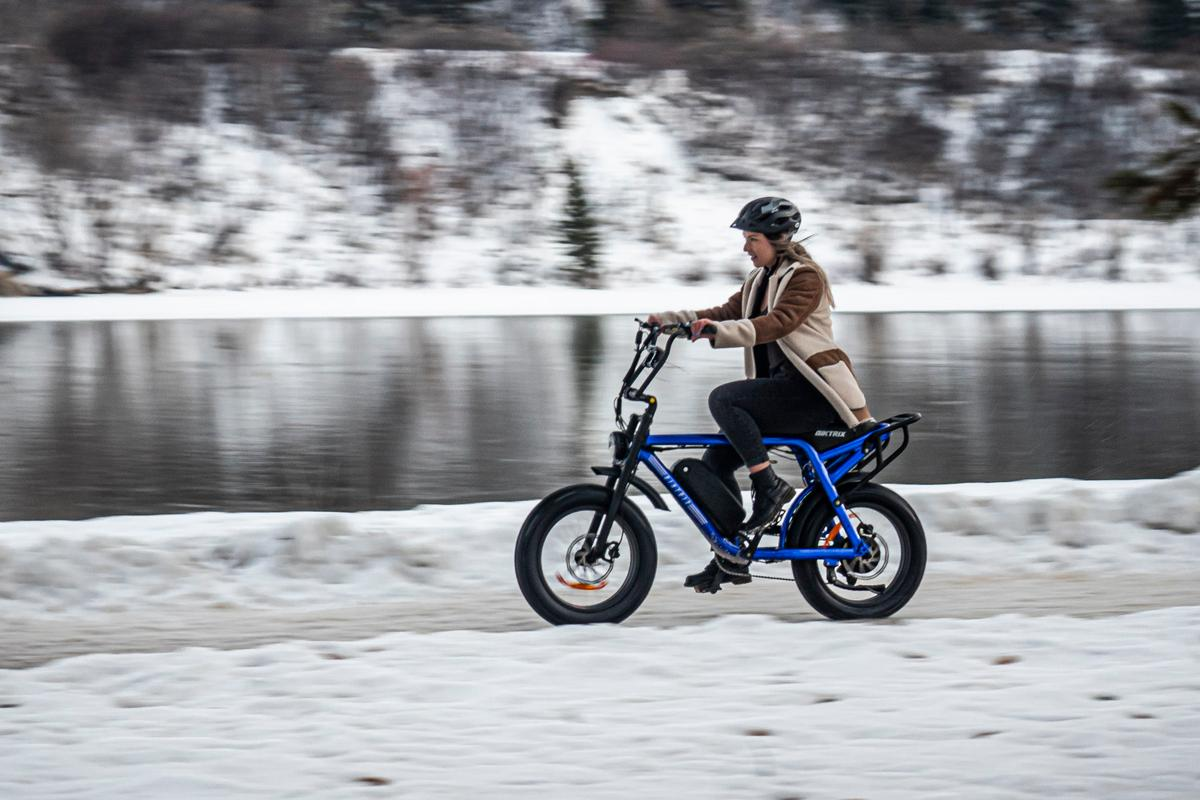 The Moto's dual-battery option could keep you in the motocross-style seat for more than 100 miles