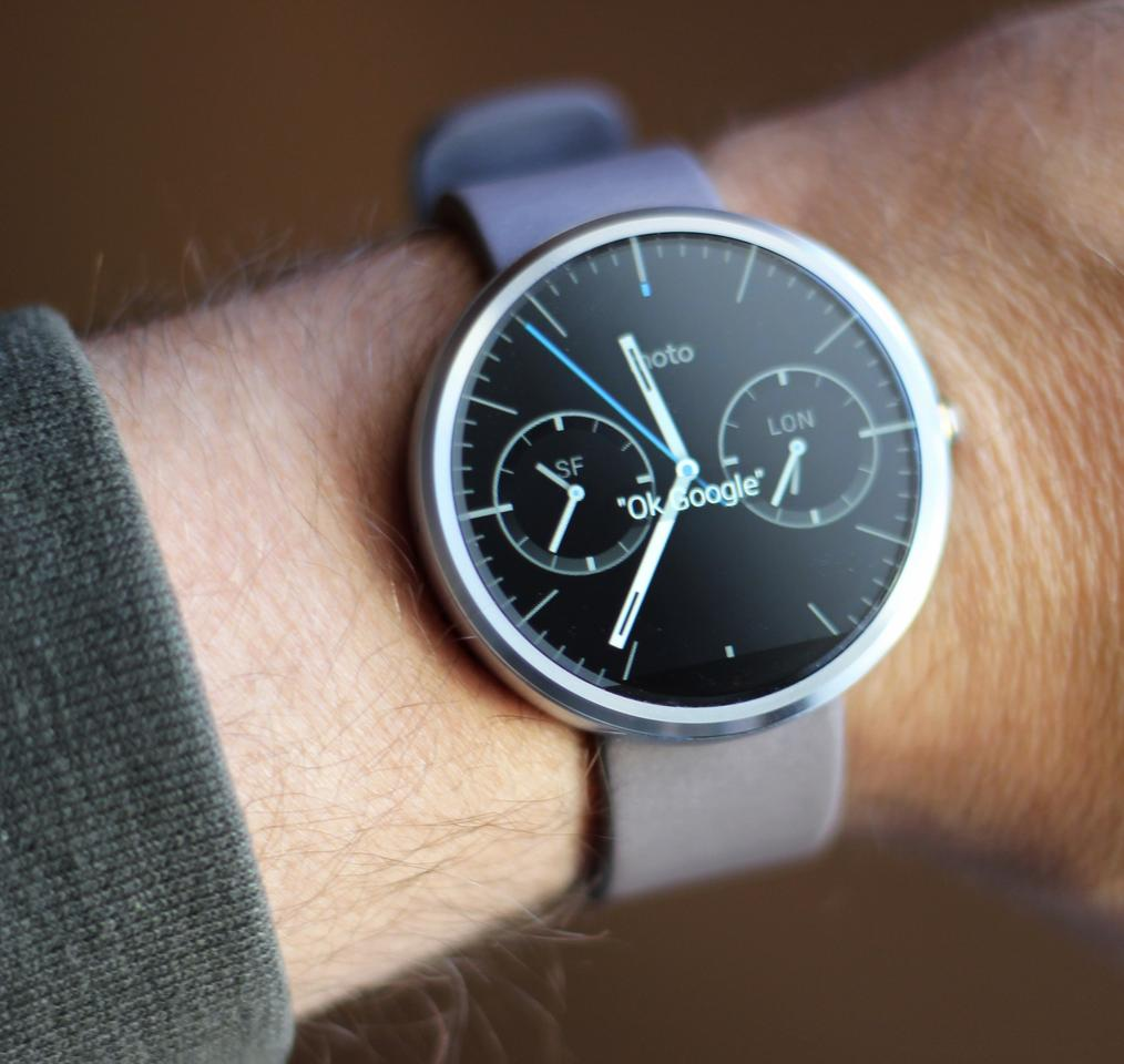 The Moto 360 (with leather band) (Photo: Will Shanklin/Gizmag.com)