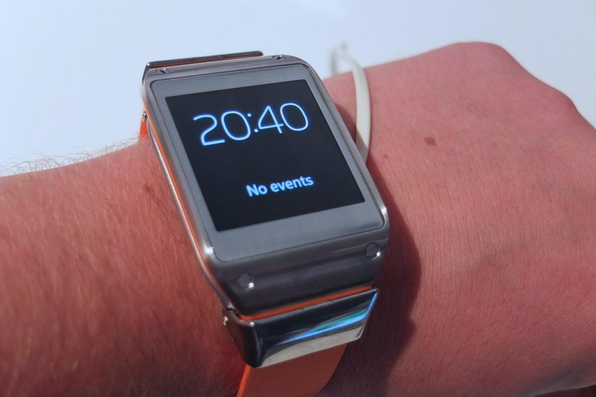 Gizmag goes hands on with Samsung's Galaxy Gear smartwatch (Photo: Gizmag)