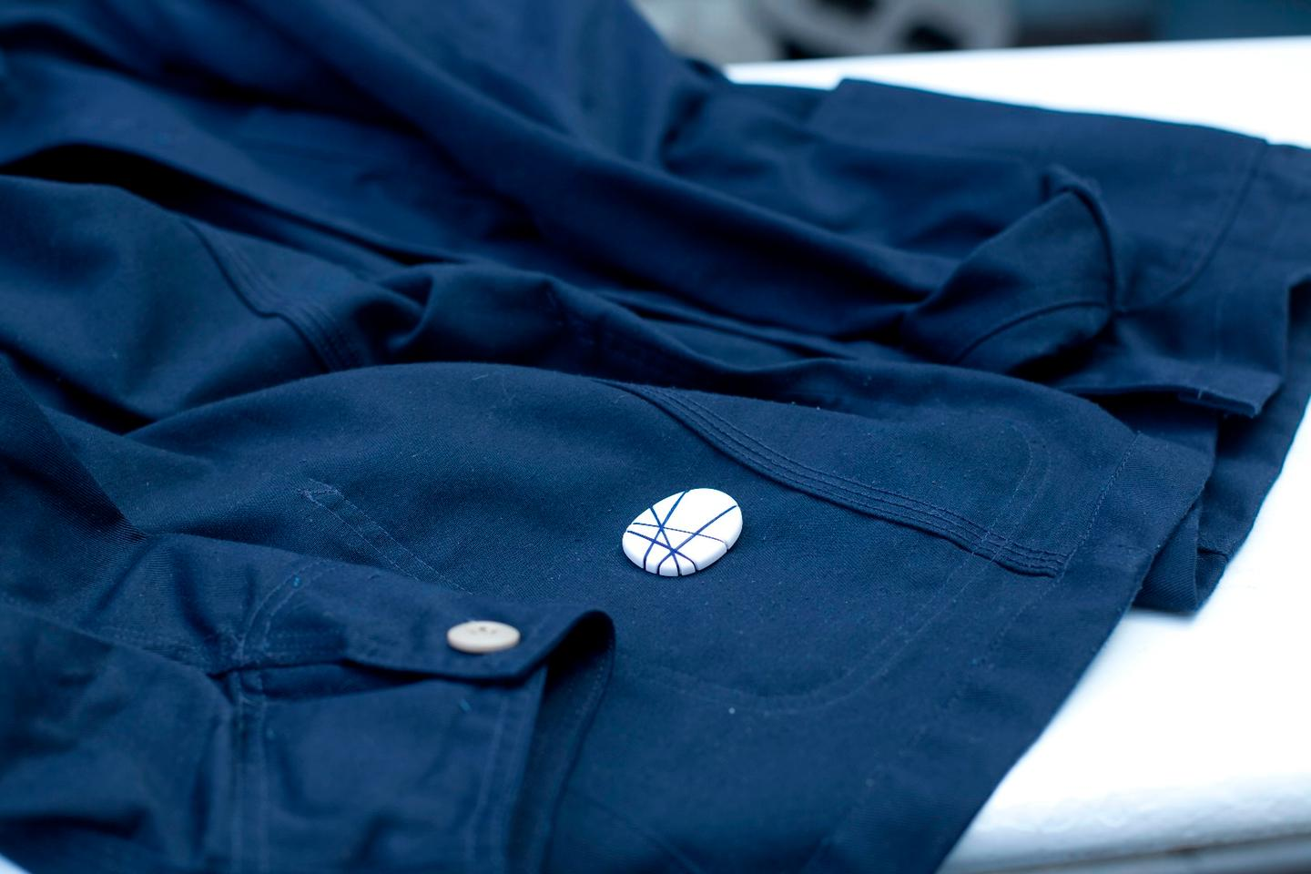 The O tracker can be sewn on fabrics
