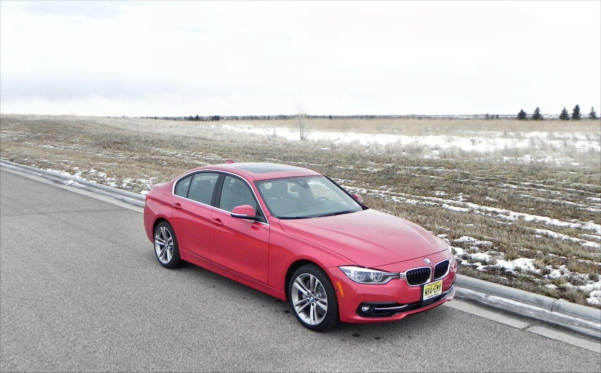 Although external styling changes are minimal for the 2016 model year, the 3 Series sees several other updates that bring it up to par with current trends
